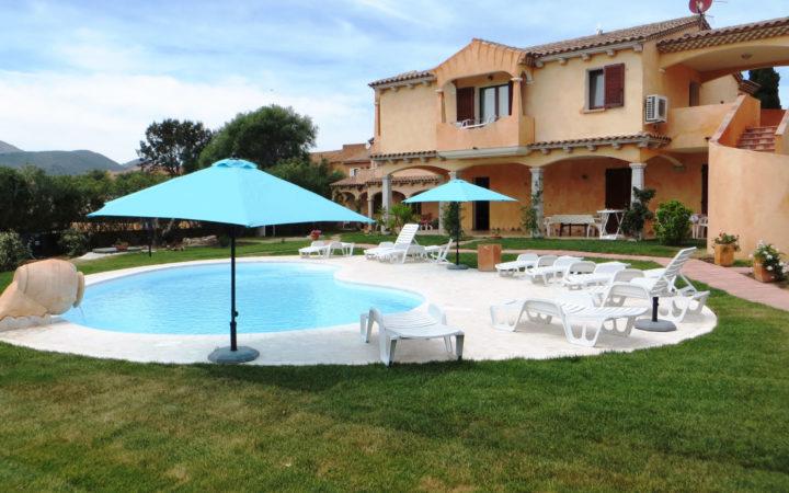 La piscina dell'Hotel Il Viandante a San Teodoro